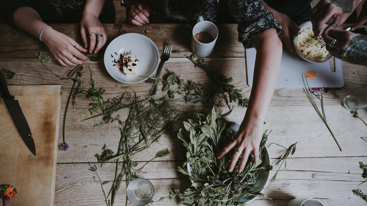 Usušené bylinky, ze kterých se vaří čaj.