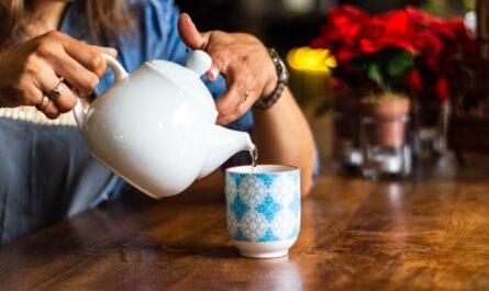 Pití vhodného čaje je také pro moderní detoxikace.
