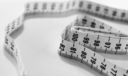 Metr na měření pasu, který u diety jistě použijete.