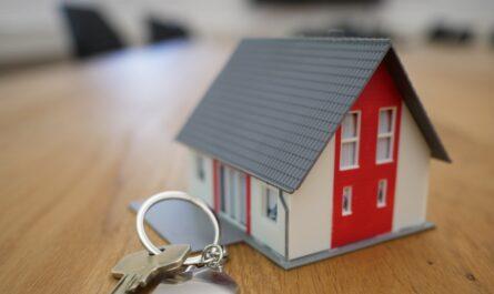 Domek s klíči. Tak se symbolizuje hypotéka na trhu.