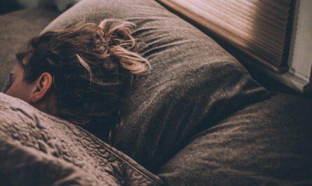 Dívka, která si užívá ničím narušovaný spánek.